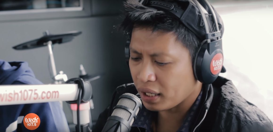 Dello performs Nakakamiss at Wish 107.5 Bus together with Smugglaz, Curse One and Flick-G